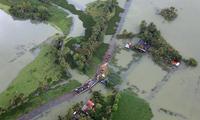 航拍印度百年一遇洪灾现场 公路变水下隧道