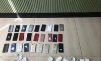 13岁男孩凌晨撬门偷走27部手机,被夜巡队员逮个正着