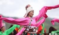 甘肃碌曲:草原锅庄欢乐起舞