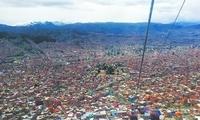 """在玻利维亚乘缆车游""""天空之城"""""""