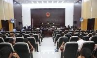 打警察砍警犬 13名男子在海南昌江法院受审
