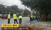 柳州一摩托车在柳太路上侧翻,车手身亡