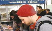 外国游客赞中国便捷之旅