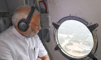 印度喀拉拉邦洪水致死超300人 莫迪乘飞机视察灾区