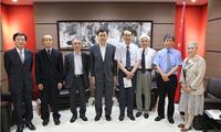 驻名古屋总领事邓伟会见名古屋当地日本艺术家