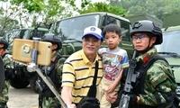 600名香港市民走进深圳边防军营