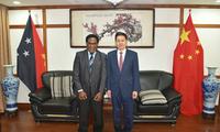 驻巴布亚新几内亚大使薛冰会见巴新高教部长尼尼基