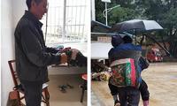 暖闻|五旬儿子用襁褓背89岁老母走十里路看病,已坚持数年