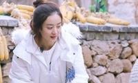 女艺人羽绒服隔空比拼,网友:赵丽颖不愧是农村出来的!
