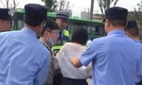 老师罚学生站了几分钟,竟然被抓进派出所关了7小时,谁来保障教师的权力?
