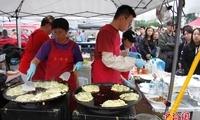 加拿大万锦市举行亚洲文化美食节 中式小吃成主流