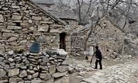 河南有个古怪的村庄,看不到一块砖,房子都是石头堆的