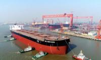 中国建造世界顶级矿砂船下水 排水量超7艘辽宁舰