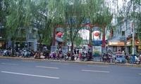 济南宽厚里西大门没有斑马线都是电动车,游客怎么进?