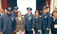 纽约推广协调警员 两警察专门在华裔集中地巡逻