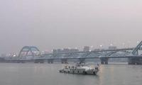 """杭州环保部门称""""钱塘江面泡沫""""未影响水质安全"""