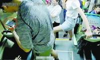 女子公交车上被偷拍 偷拍者已将照片和视频删除