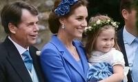 凯特全家穿亲子装参加闺蜜婚礼,穿旧衣显低调,花童乔治小夏抢镜
