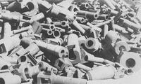德国一战战败后被迫销毁的大炮堆积如山
