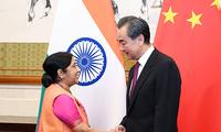 王毅与印度外长斯瓦拉吉举行会谈