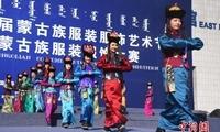 第十六届蒙古族服装服饰艺术节在乌兰察布开幕