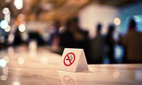 """""""公共场所禁烟第一案""""宣判:法院判决列车取消吸烟区"""