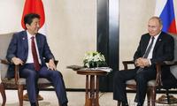 日本首相将前往莫斯科找普京要岛 安倍自寻烦恼?