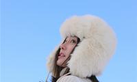 秦岚戴白色雷锋帽日系满分 笑容堪比春日暖阳融化冰雪